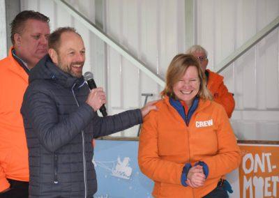 Gerard Kemkers opent ijsbaan Bennebroek